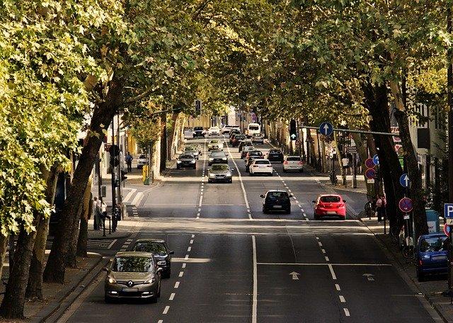 náhled na silnici a semafor